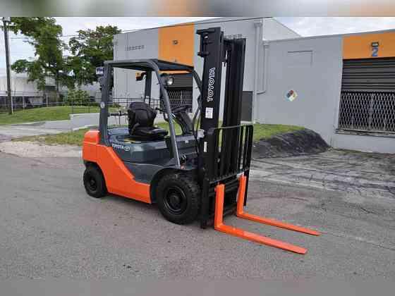 Used TOYOTA 8FDU25 Forklift Fort Lauderdale