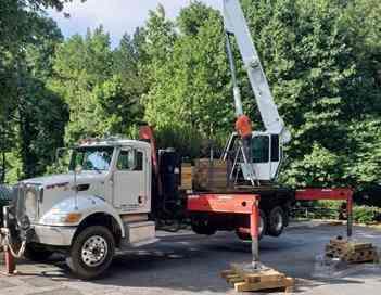 2008 ELLIOTT 32105R Crane Mounted On 2008 PETERBILT 340 Atlanta