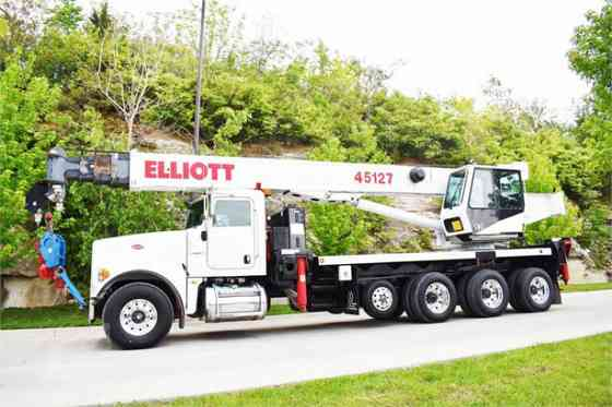 2013 ELLIOTT 45127R Truck-Mounted Crane On 2013 PETERBILT 367 Kansas City, Missouri