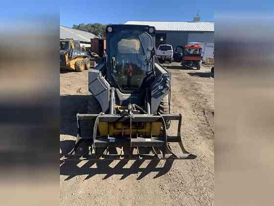 USED 2018 DEERE 318E Skid Steer Loader Wayne, Michigan