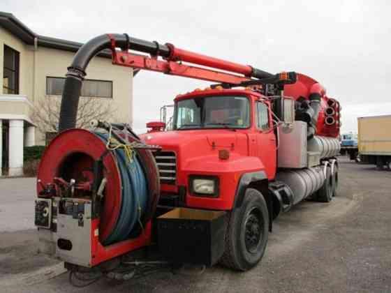USED 2002 MACK RD690 Vacuum Truck Caledonia