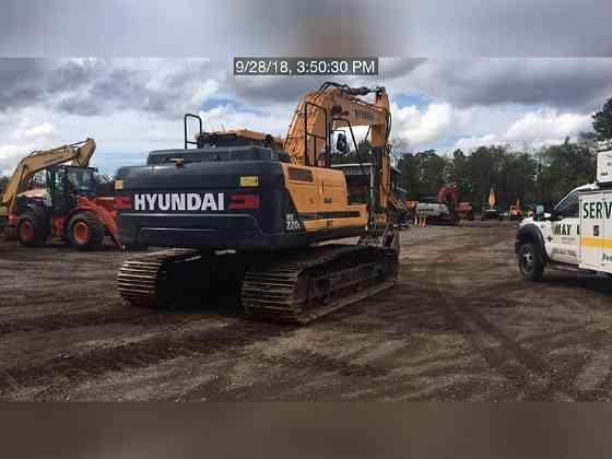 USED 2017 HYUNDAI HX220L Excavator Lexington, North Carolina