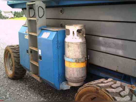 USED 2005 Genie GS4390RT Scissor Lift Bristol, Pennsylvania